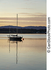 barco, en, un, lago, en, ocaso