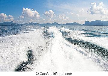 barco, estela, apoyo, lavado, en, océano azul, mar, en, día soleado