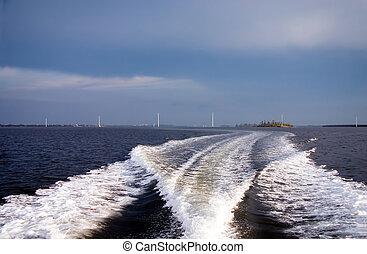 barco, estela, con, cielo tempestuoso