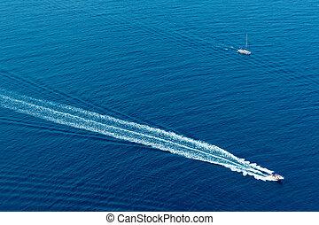 barco, oleaje, espuma, aéreo, de, apoyo, lavado, en, azul, mar