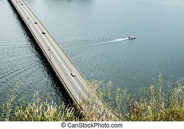 barco, paso, debajo, un, puente, encima, el, río