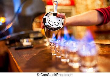 barman, llamas, alcohólico, vierte, bebida, pequeño,...