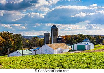 Barn and silos on a farm in rural York County, Pennsylvania.