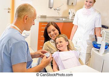 barn, besøg, kirurgi tandlæge, hos, mor