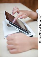 barn, hænder, spille, tablet, computer