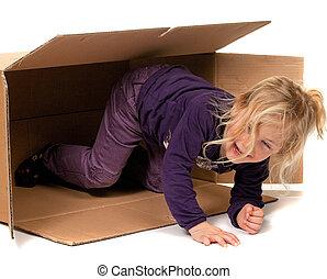 barn, in, papp, box., om, gripande, till, box.