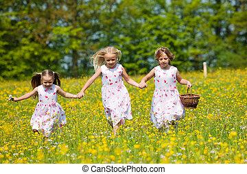 barn, på, påsk ägg jaga, med, korgar
