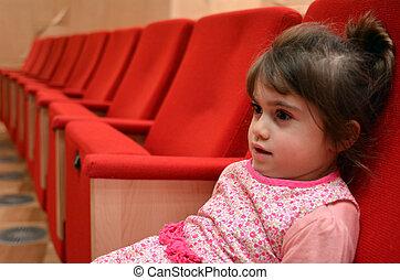 barn, sittande, in, den, bio, sal