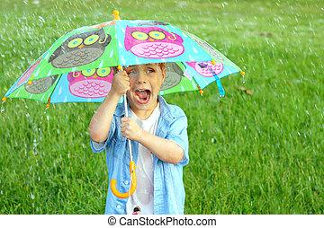 barn, snärjet, in, regn stormar, med, paraply