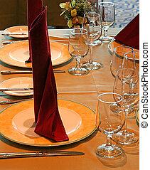barna, asztal
