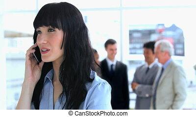 barna nő, telefon, beszéd, üzletasszony