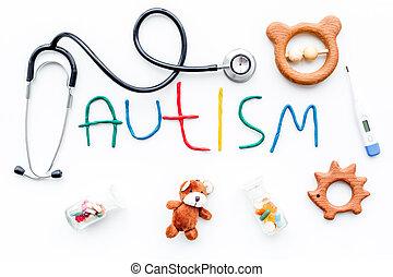 barndom, diseases., glose, autism, nær, stetoskop, pillerne, legetøj, på hvide, baggrund, top udsigt
