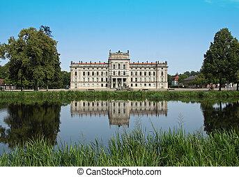Baroque palace Ludwigslust in Mecklenburg-West Pomerania /...