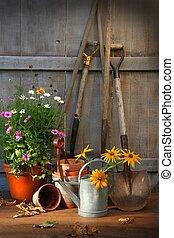 barraca jardín, con, herramientas, y, ollas