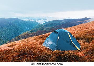 barraca, ligado, outono, montanhas