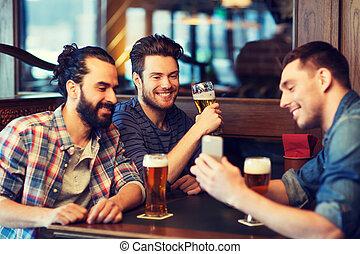 barre, mâle, bière, boire, smartphone, amis