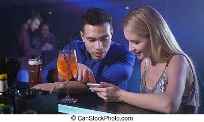 barre, séance, couple, compteur, téléphone, utilisation, dater