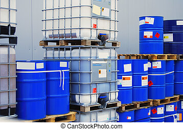 Barrel on pallet - Pallets with blue drums and white...