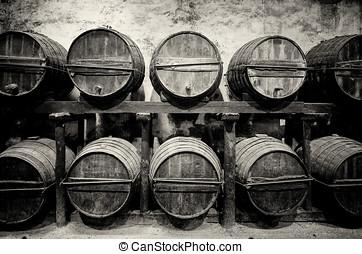 barriles, apilado, en, el, lagar, en, negro y blanco