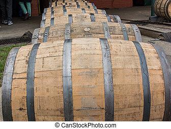 barriles, whisky americano, arriba, rodante, cierre