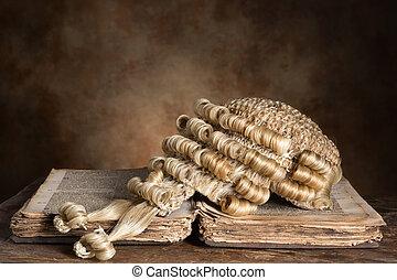 barrister's, perruque, sur, vieux, livre