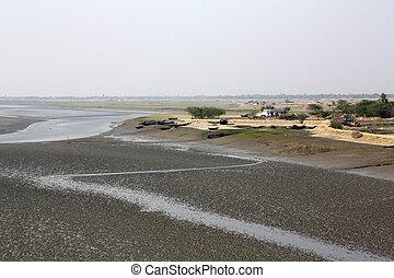 barro, durante, pueblo, matla, camas, agua, río, bajo, envase, marea, india