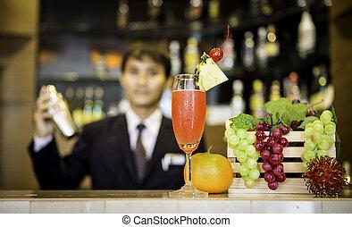 bartender, é, fazer, coquetel, em, contador barra