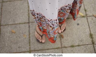 barwny, trzepotliwy, babski, trzepnięcie-brzdęknięcia, feet, pod, poła, wiatr