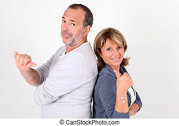 bas, couples aînés, haut, pouces