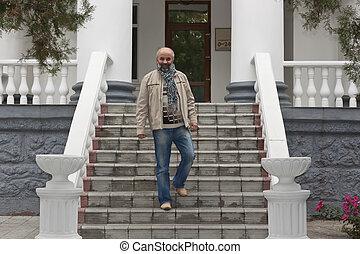 bas, deux âges, escalier, homme