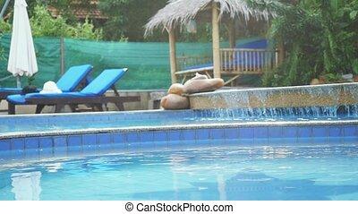 bas, lent, jardin, waterfall., entouré, privé, eau, luxe, paradis, fluxs, mouvement, piscine, natation
