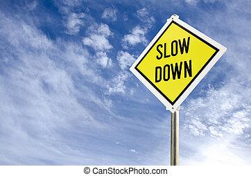 bas, lent, route jaune, signe