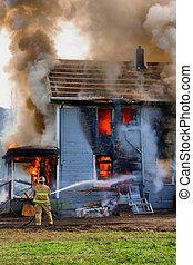 bas, maison, arroser, brûlé, pompier