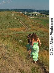 bas, marche, filles, deux, colline