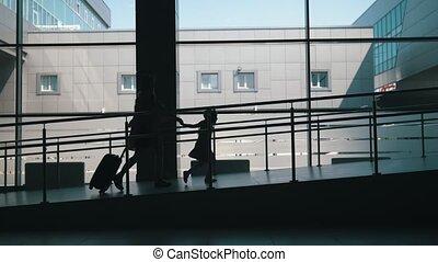 bas, peu, fille, voyageurs, -, aéroport, grand, fenêtre,...
