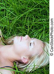 basierend, frau, grünes gras, feld