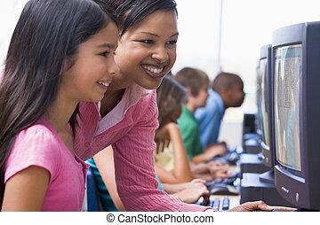 basisschool, de klasse van de computer