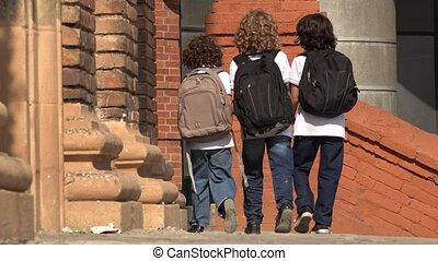 basisschool, geitjes, rugzakken, wandelende