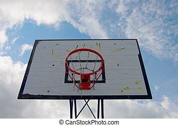 basket-ball, hoopand, bleu, porté, vieux, ciel