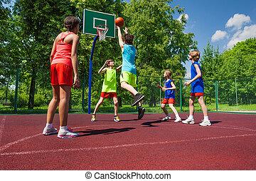 basketball, bunte, spiel, uniformen, mannschaft, spielende