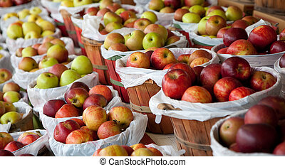 Baskets of apples at a fruit stand - Several baskets of red ...