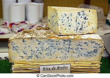 Basque country cheese, le bleu de brebis (France)