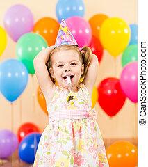bastante, alegre, niño, niña, en, fiesta de cumpleaños