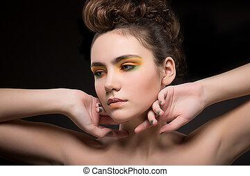 bastante, mujer joven, con, brillante, colorido, makeup., sensualidad, y, elegancia