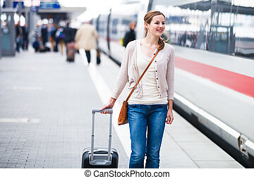 bastante, mujer joven, en, un, estación de tren, (color,...