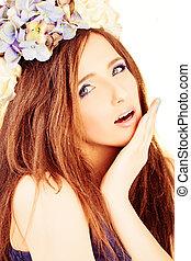 bastante, mujer, moda, model., hermoso, onda, peinado, con, flores