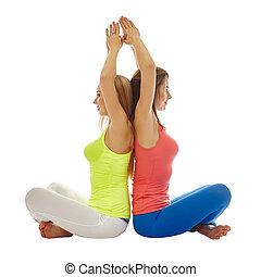 bastante, mujeres, practicar, yoga, en, par