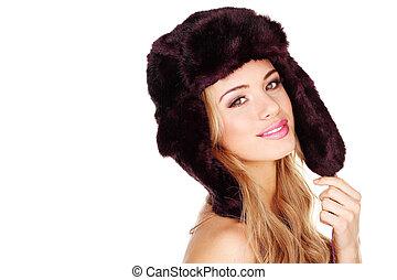 bastante, niña joven, en, sombrero de prenda de piel