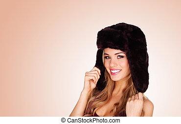 bastante, niña sonriente, en, sombrero de invierno