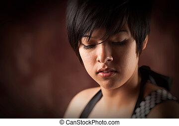 bastante, sonriente, multiétnico, adulto joven, retrato de mujer